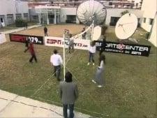 Hugo Conte (Facundo's dad) plays volleyball