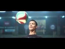 Cristiano Ronaldo vs. volleyball team