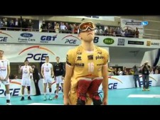 Ski-jumping parody by volleyball player