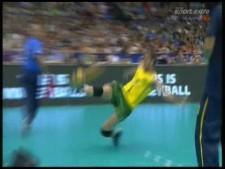 Bruno Rezende amazing leg dig