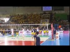 Warm-up spikes: Earvin N'Gapeth and Luca Vettori