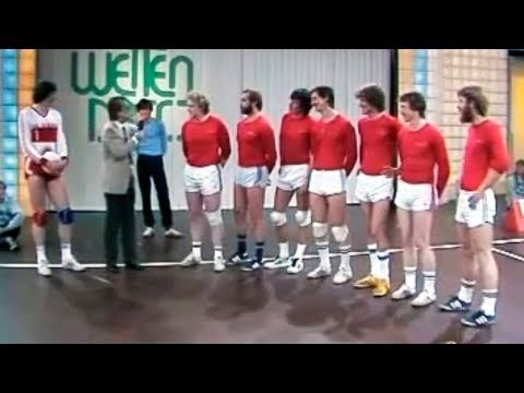 One volleyball player (Burkhard Sude) against six