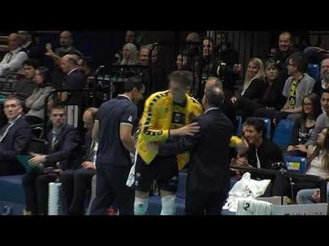 Bartosz Bednorz funny situation on the bench