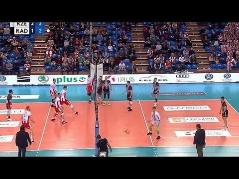 Mateusz Mika spike under the net