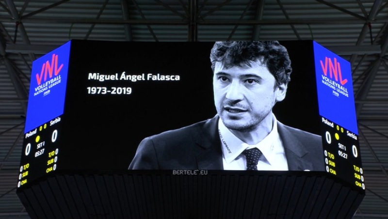 Moment of silence for Miguel Angel Falasca before Poland - Serbia