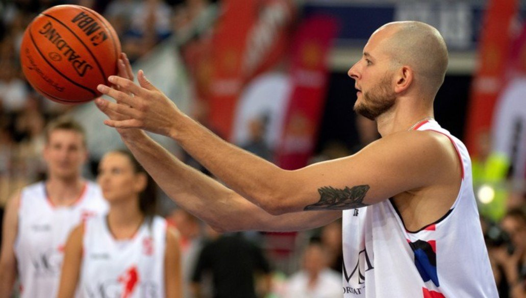 Kurek returned to the ground as basketball player